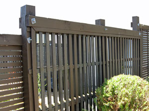 fence at different heights
