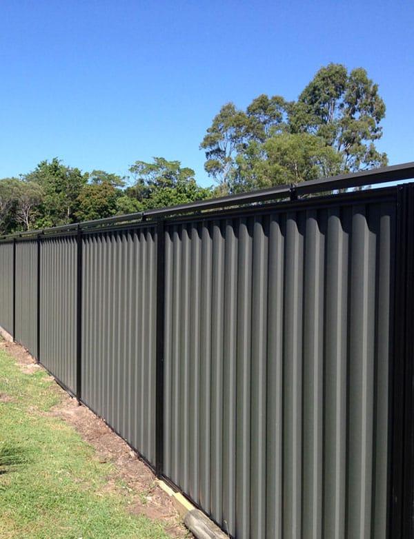 Oscillot cat fence installed