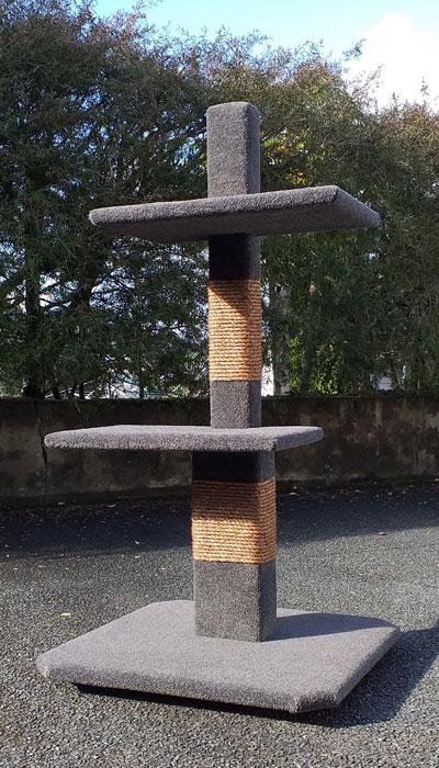 Maxi-2 cat climbing post